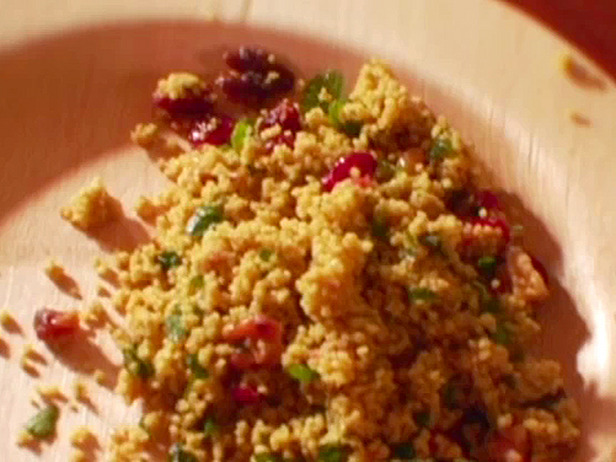 QUINOA SALAD WITH DRIED FRUIT AND PINE NUTS